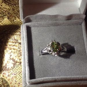 Jewelry - Gorgeous Sterling silver and peridot ring